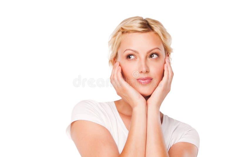 Mujer joven hermosa que lleva una camiseta blanca fotografía de archivo