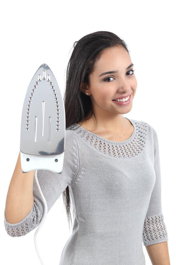 Mujer joven hermosa que sostiene una plancha imagen de archivo libre de regalías