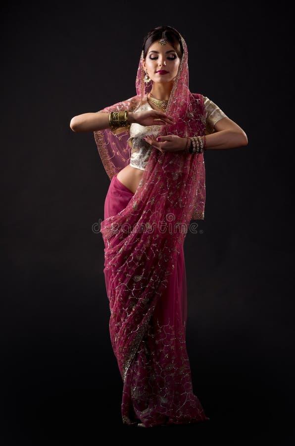 Mujer joven india imagenes de archivo