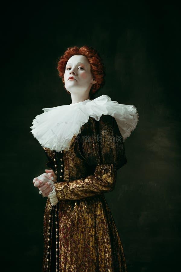 Mujer joven medieval como duquesa imágenes de archivo libres de regalías