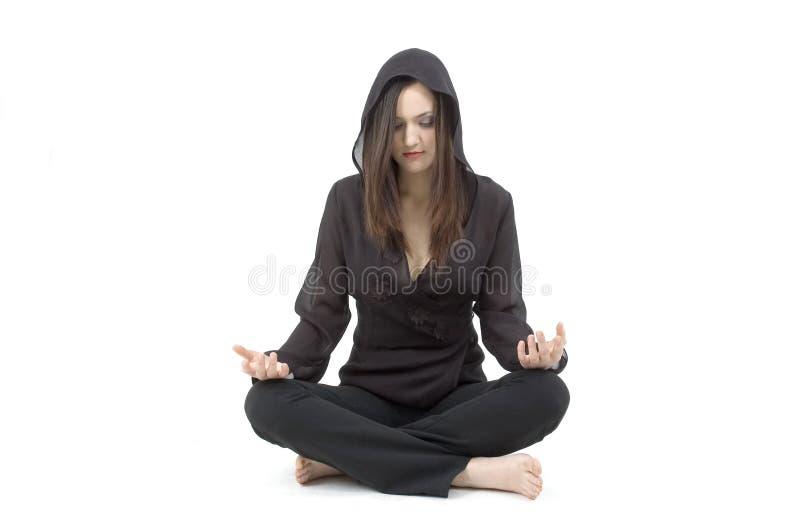 Mujer joven meditating fotos de archivo