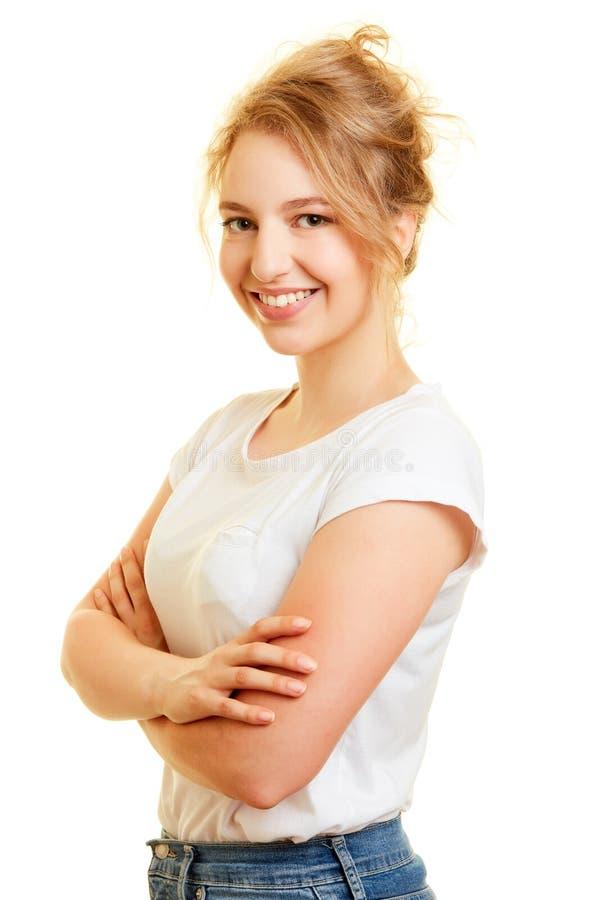 Mujer joven muy confiada con los brazos cruzados imagen de archivo libre de regalías