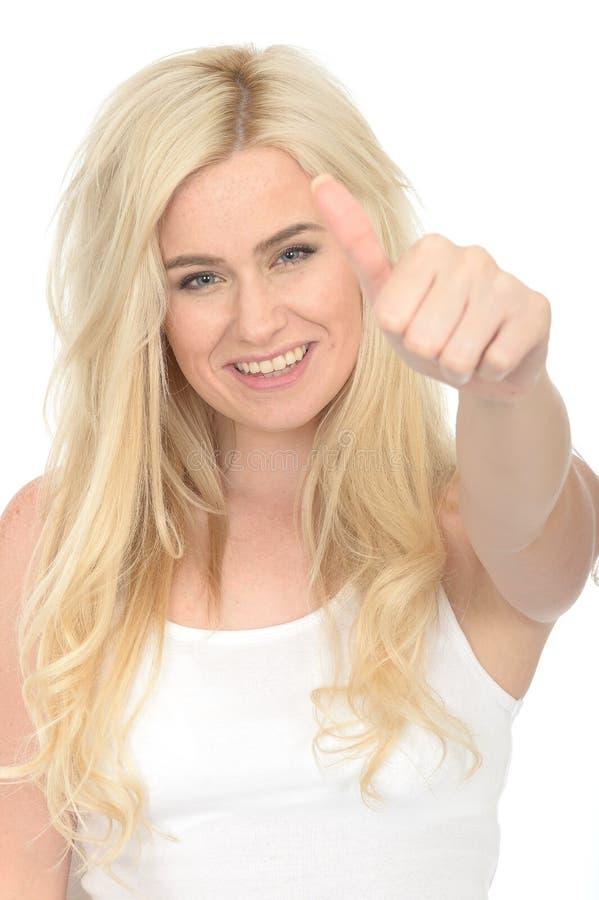 Mujer joven positiva feliz atractiva mirando el donante satisfecho pulgares para arriba imagenes de archivo
