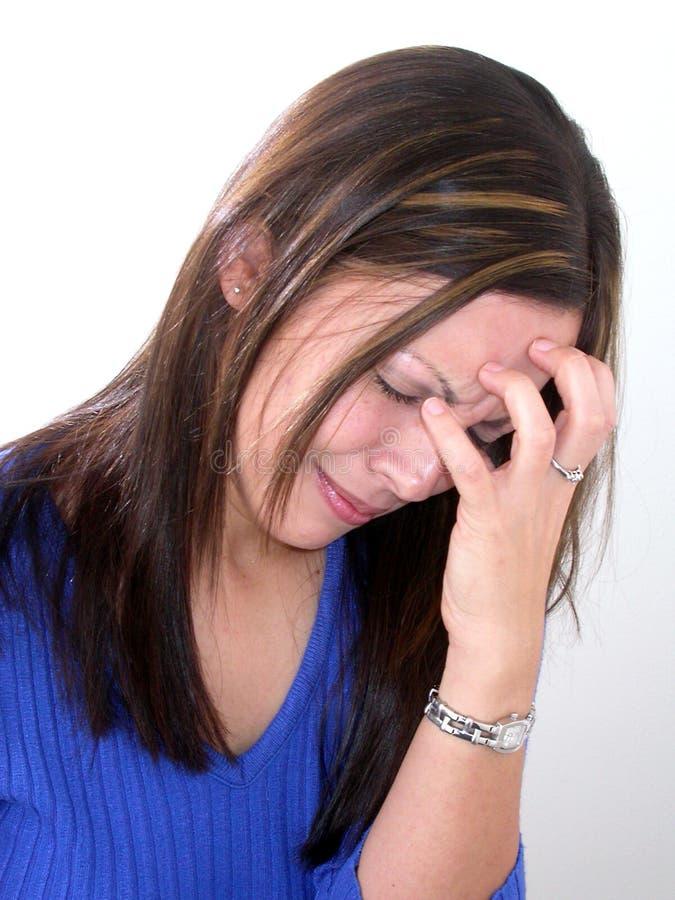 Mujer joven preocupada imagenes de archivo