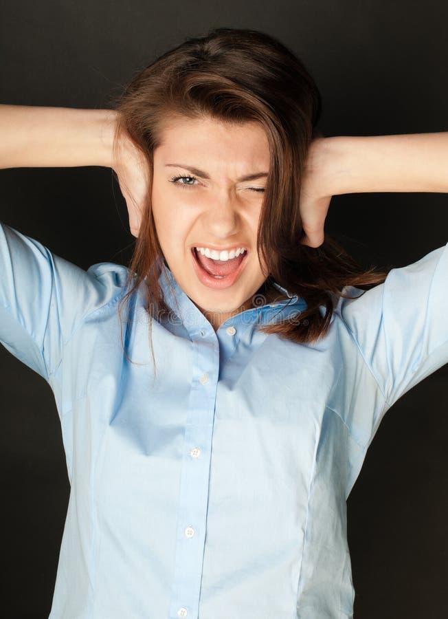 Mujer joven que grita imagen de archivo libre de regalías