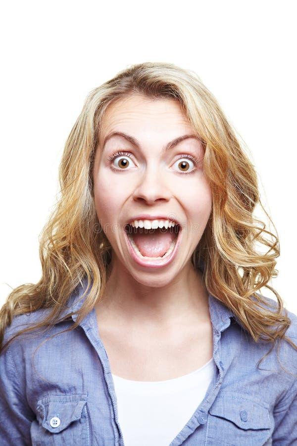 Mujer joven que grita fotos de archivo