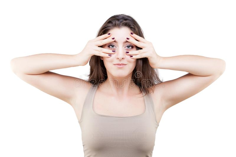 Mujer joven que hace actitud de la yoga de la cara imagenes de archivo