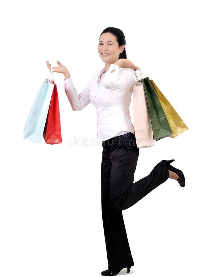 Mujer joven que hace compras foto de archivo libre de regalías