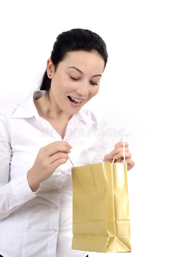 Mujer joven que hace compras fotos de archivo libres de regalías