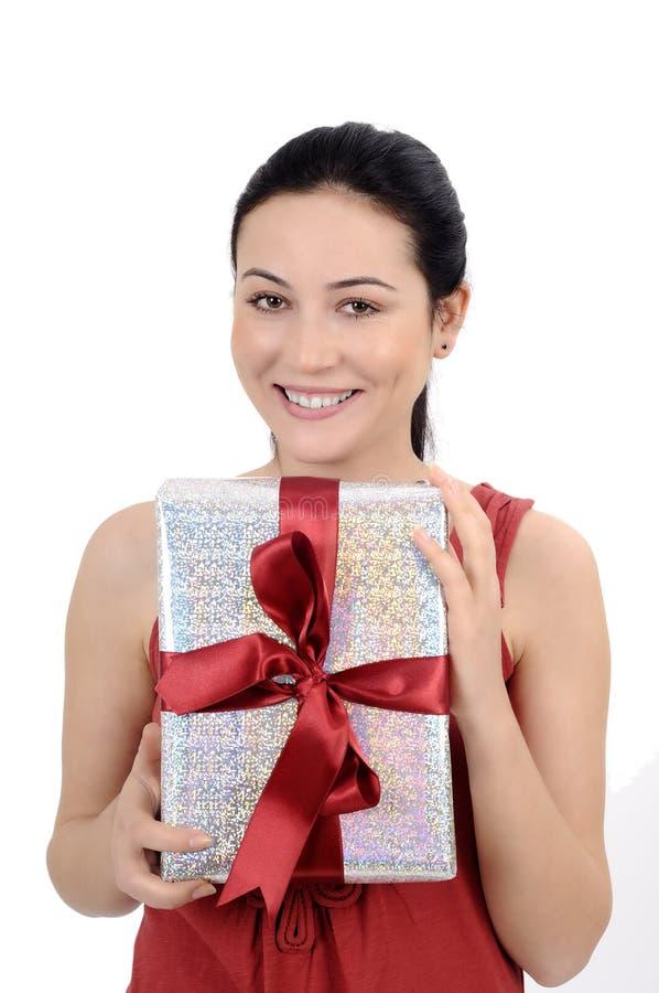 Mujer joven que hace compras imagen de archivo libre de regalías