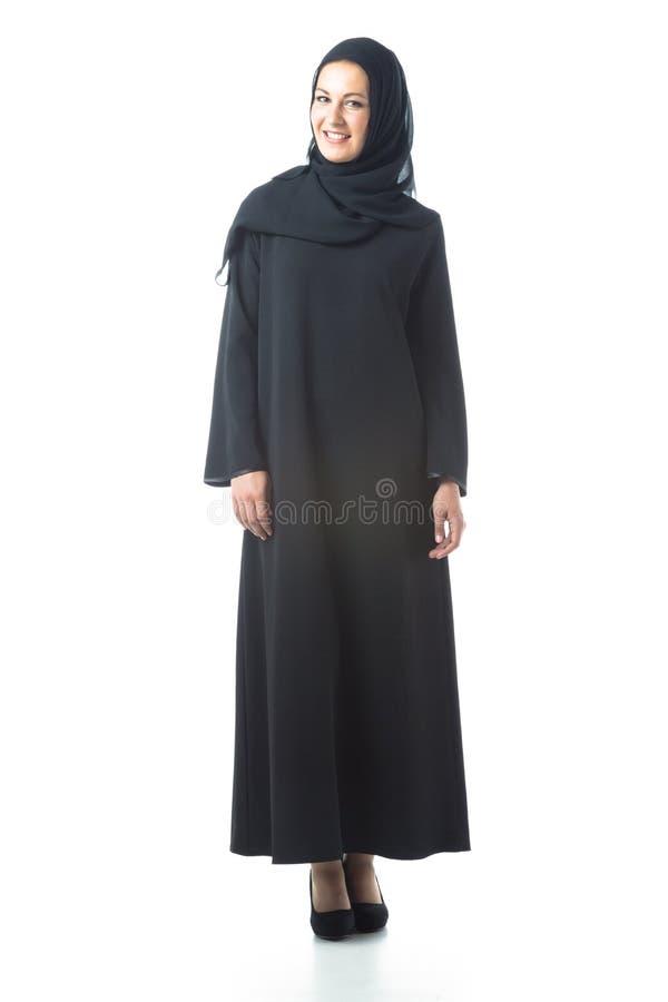 Mujer joven que lleva la ropa ?rabe tradicional fotografía de archivo libre de regalías