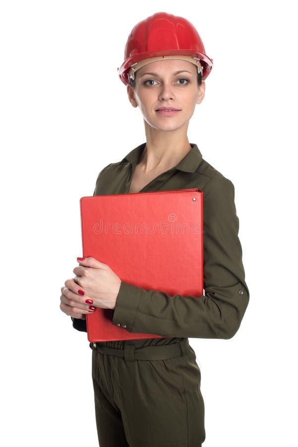 Mujer joven que lleva un casco de la construcción imagen de archivo