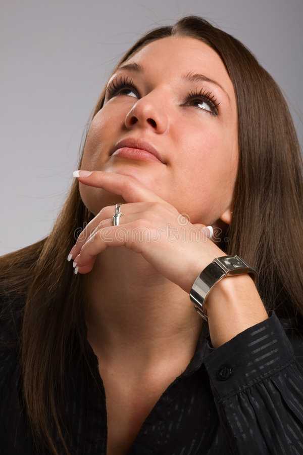 Mujer joven que mira para arriba imágenes de archivo libres de regalías