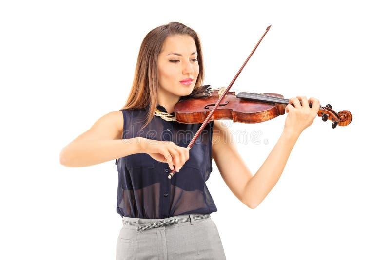 Mujer joven que toca un violín imagen de archivo libre de regalías