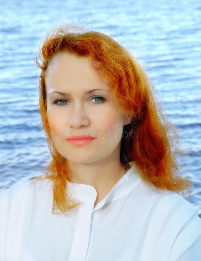 Mujer joven romántica imágenes de archivo libres de regalías