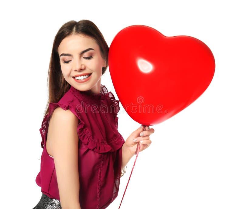 Mujer joven romántica con el globo en forma de corazón para el día del ` s de la tarjeta del día de San Valentín fotos de archivo libres de regalías