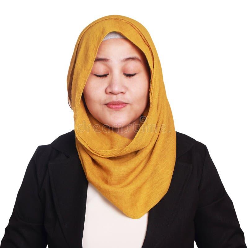 Mujer joven Serene Meditative con la expresión, Smilling fotografía de archivo