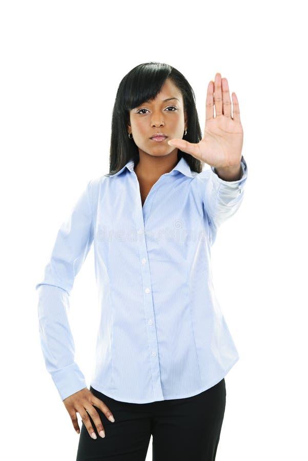 Mujer joven seria que da gesto de la parada imagen de archivo libre de regalías