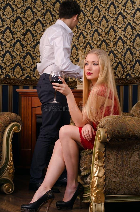 Mujer joven sofisticada hermosa fotografía de archivo