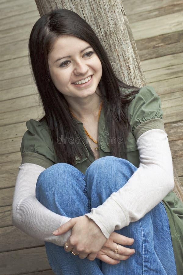 Mujer joven sonriente imágenes de archivo libres de regalías