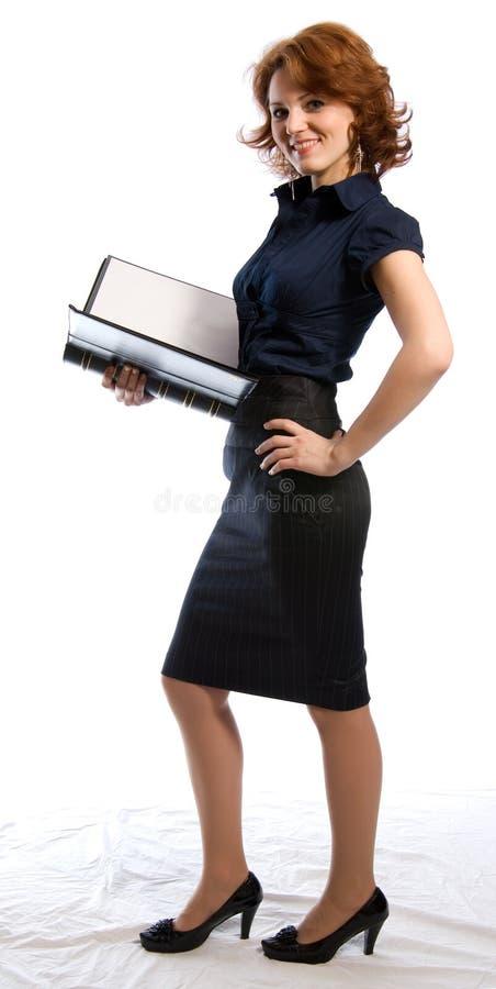 Mujer joven sonriente con los documentos foto de archivo