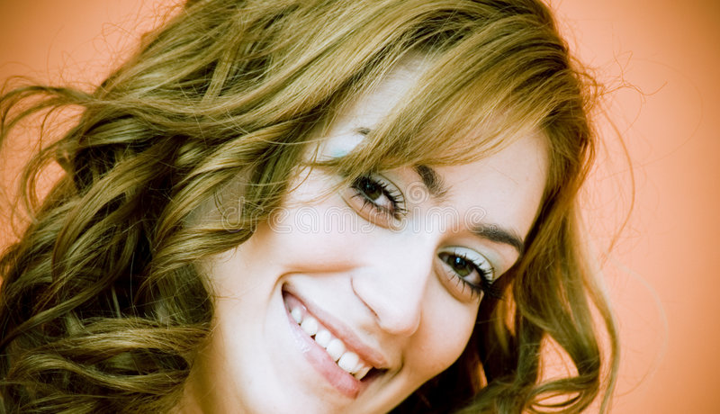 Mujer joven sonriente del primer imágenes de archivo libres de regalías