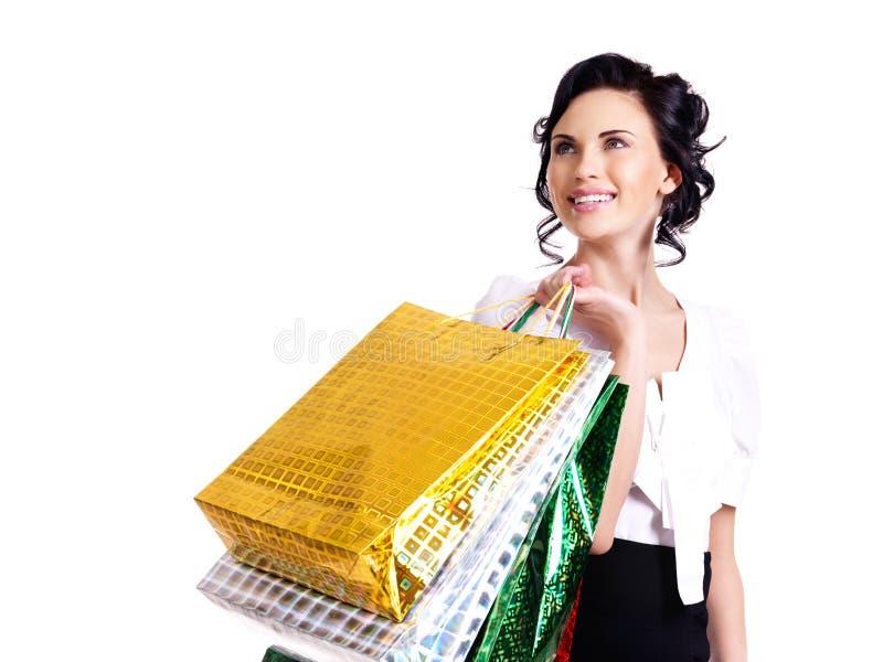 Mujer joven sonriente feliz con los bolsos del color. fotografía de archivo