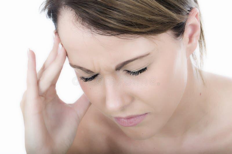 Mujer joven subrayada con un dolor de cabeza fotografía de archivo libre de regalías