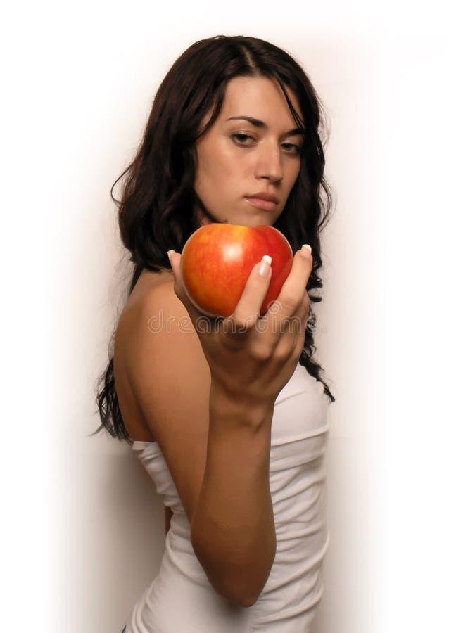 Mujer joven y manzana fotos de archivo