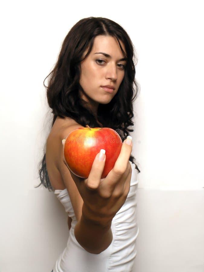 Mujer joven y manzana imagenes de archivo