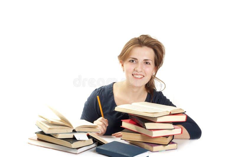 Mujer joven y una pila de libros fotografía de archivo libre de regalías