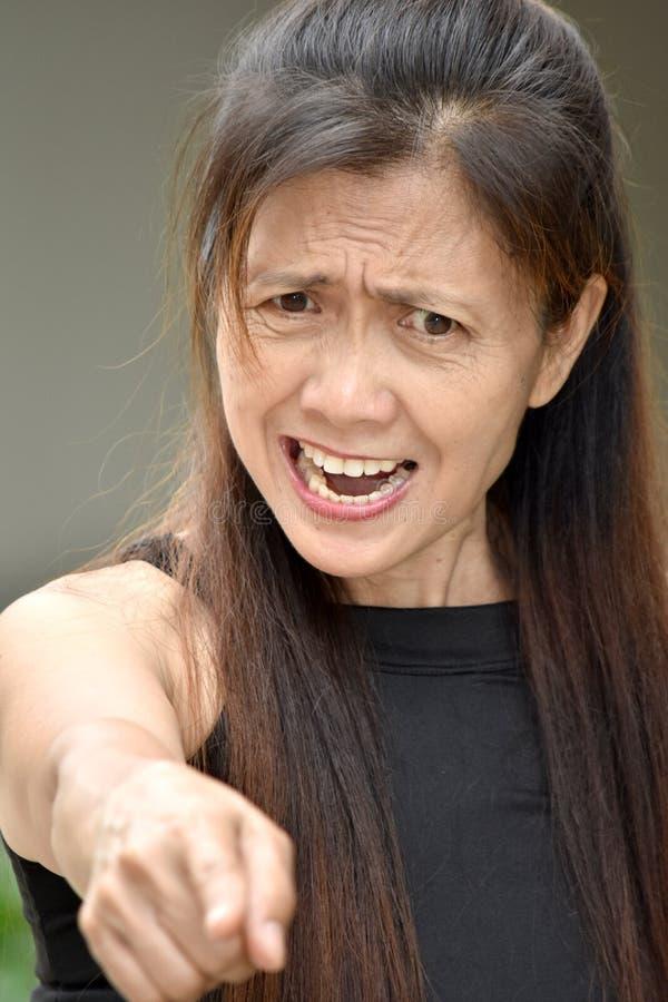 Mujer jubilada enojada de la minoría fotos de archivo