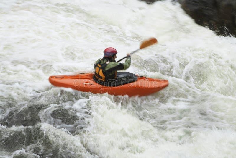Mujer kayaking en el río fotografía de archivo libre de regalías
