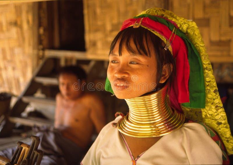 Mujer larga de Karen del cuello fotos de archivo libres de regalías