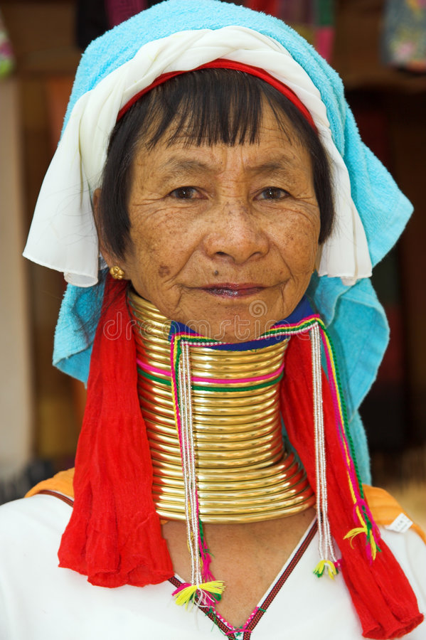 Mujer larga del cuello del dong del Pia imagen de archivo