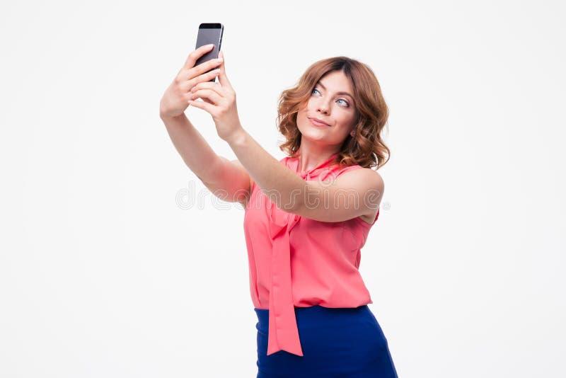 Mujer linda elegante que hace la foto del selfie fotografía de archivo