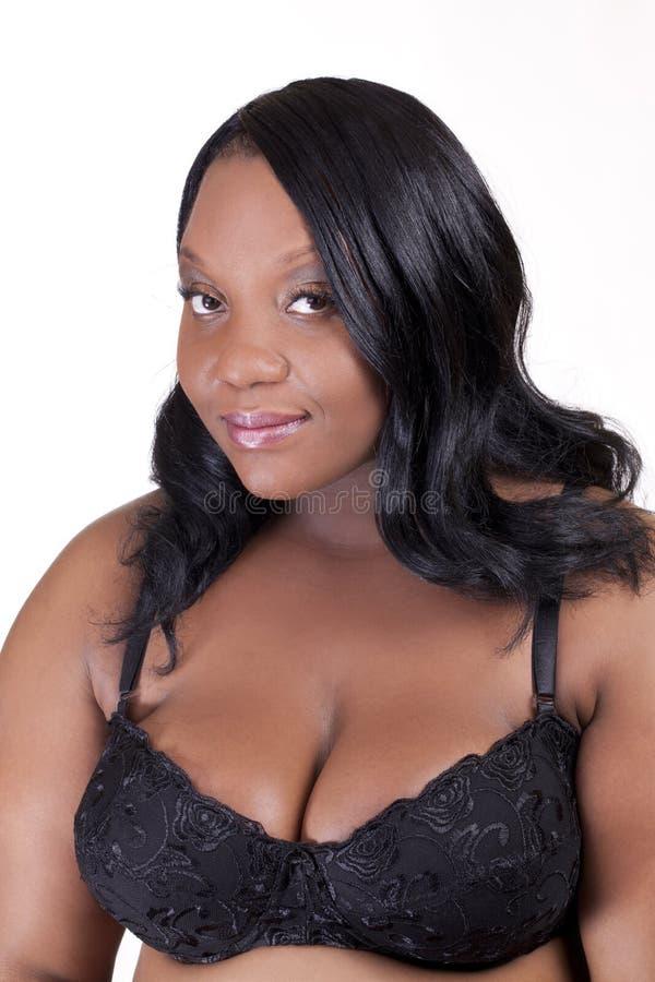Mujer más-clasificada joven del afroamericano en sujetador imágenes de archivo libres de regalías