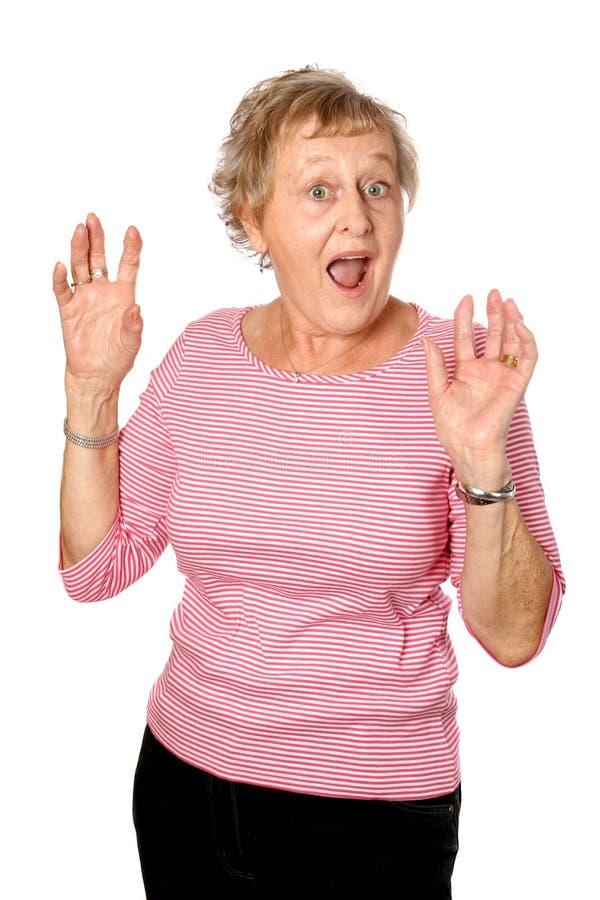 Mujer madura dada una sacudida eléctrica fotos de archivo libres de regalías