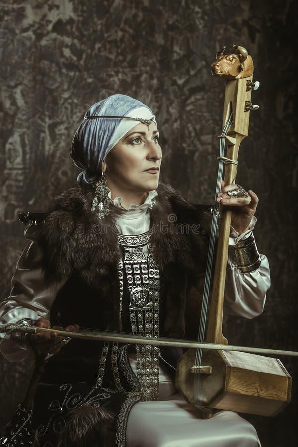 Mujer madura en traje foto de archivo libre de regalías