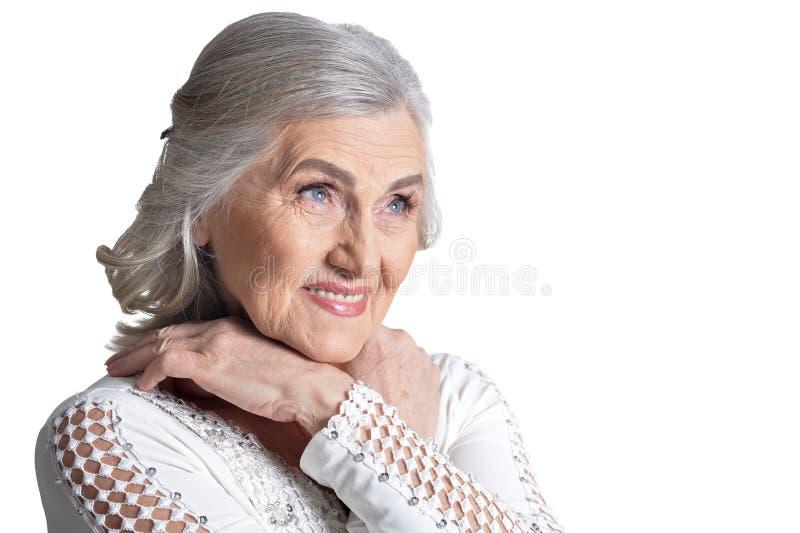 Mujer madura magn?fica que presenta en el fondo blanco fotografía de archivo