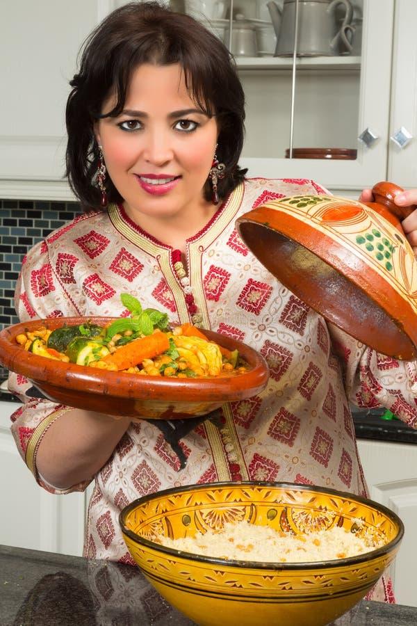 Mujer marroquí hermosa imagen de archivo libre de regalías