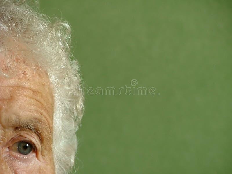 Download Mujer mayor imagen de archivo. Imagen de facial, servilletas - 184037
