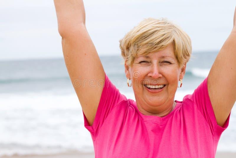 Mujer mayor alegre fotos de archivo
