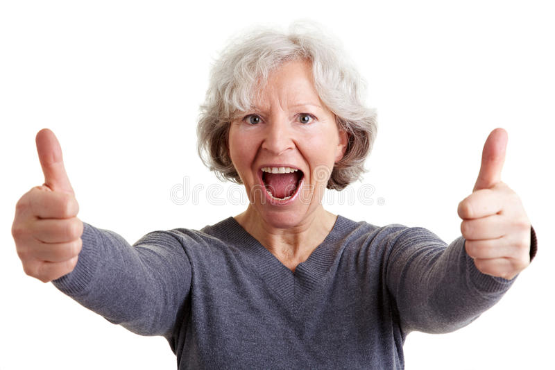 Mujer mayor alegre que sostiene ambos fotos de archivo
