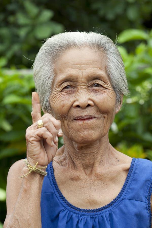 Mujer mayor Asia del retrato imagenes de archivo
