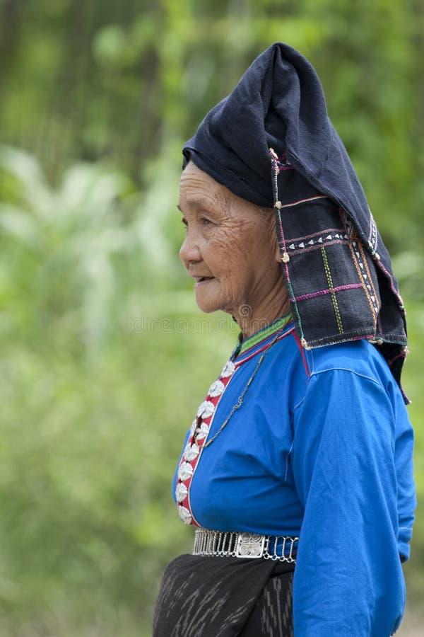Mujer mayor Asia en el traje nacional, Laos fotografía de archivo libre de regalías