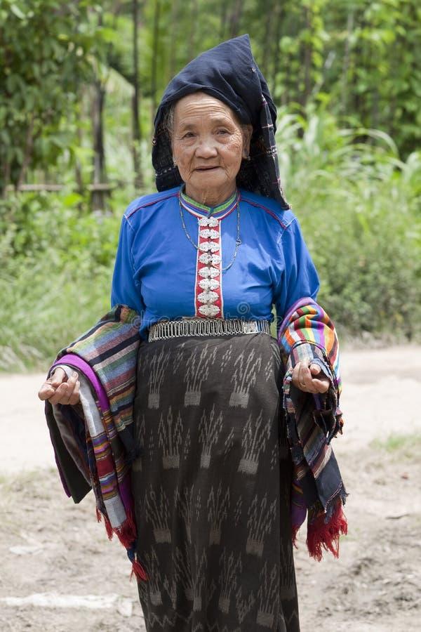 Mujer mayor Asia en el traje nacional, Laos foto de archivo