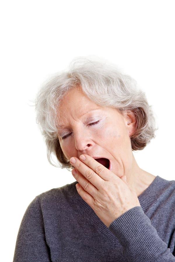 Mujer mayor con insomnio fotos de archivo