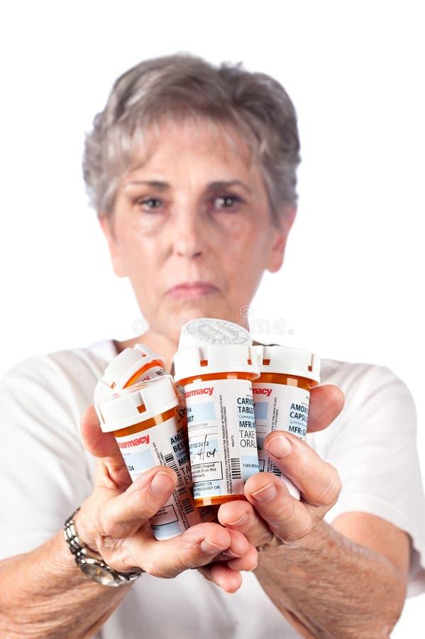 Mujer mayor con la medicación imágenes de archivo libres de regalías