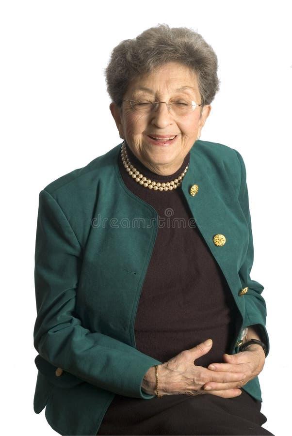 Mujer mayor con las perlas imágenes de archivo libres de regalías